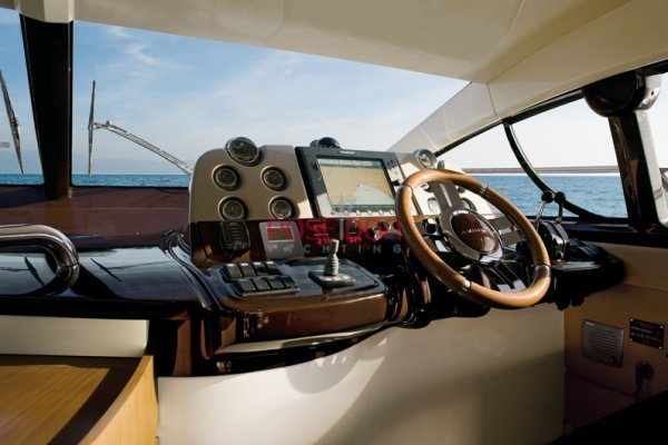 Azimut 43 - 2005 - helm position
