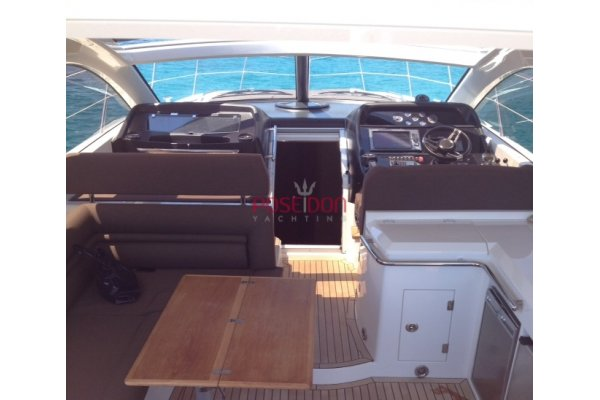 Sunseeker Portofino 48 - 2010 - cockpit
