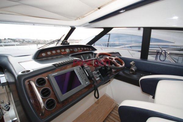 Princess V58 - 2006 - Poste de pilotage