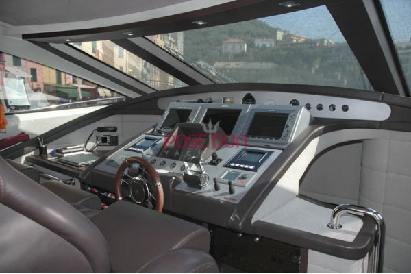 Azimut 86 S - 2007 - helm position